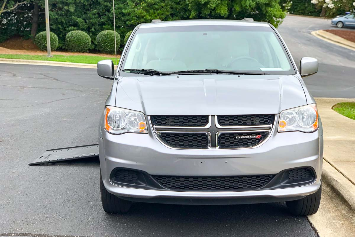 2014 Dodge Grand Caravan SXT w/ Kneeling Ramp by Braun